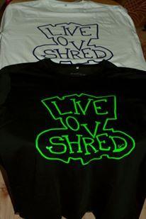 www.klestrykk.no - Live Love Shred skjorter