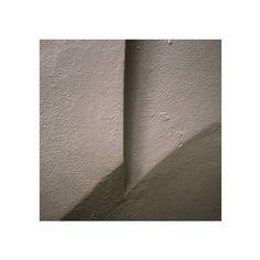 #bologna #art #winter #equilibrium #linee #lines #wall #city #white #mur  #drama #creative #creativeideas #ig_artistry #artistry_visions #human #minimal #geometric #eos7d #canon #sculpture #scultura #arte #bolognart