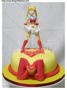sailor moon cake *gasp* why didnt i think of this for my bday!!!