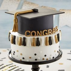 graduation celebration college graduation celebration 10 Graduation Cakes To Help You Celebrate The Big Day In The Yummiest Way - Graduation Desserts, Graduation Cupcakes, Graduation Celebration, Graduation Party Decor, Grad Parties, Graduation Ideas, Graduation Gifts, Celebration Cakes, Sorority Graduation