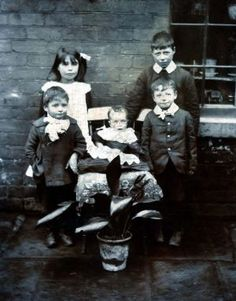 An early family photo showing Sarah with her brothers, William died in 1919 as a result of injuries sustained during WW1, Sarah top left, Charles Wilfed top right, William front left, Baby Harry centre, Olives father Tom George Stephen front right.
