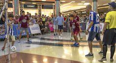 Los capitanes del equipo, los dos primeros fichajes y los porteros, aprovecharon su encuentro casual en el centro comercial para jugar un partidillo y mostrar de cerca al deportivismo las camisetas Lotto de la próxima campaña #Depor #Deportivo #OsNosos