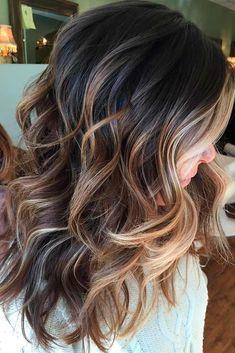 Mittellanges Haar mit Karamell Balayage