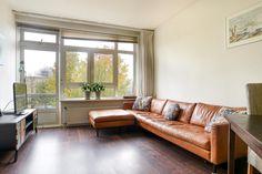 Te koop: Heer Halewijnstraat 4 I, Amsterdam - Hoekstra & van Eck Makelaars. Kom eens kijken in dit heerlijke, lichte en verzorgde instapklare 3-kamer appartement met 2 balkons en vrij uitzicht over het Wachterliedplantsoen en het Erasmuspark. Het appartement is efficiënt ingedeeld en door de vele ramen heel licht en ruimtelijk en bovendien gunstig gelegen nabij openbaar vervoer, NS Station en de A-10 is nog geen 2 autominuten rijden.
