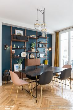 Un appartement parisien rénové en couleurs - PLANETE DECO a homes world - Expolore the best and the special ideas about Dining room design Living Room Modern, Living Room Decor, Teal Living Rooms, Dining Room Blue, Dining Rooms, Casa Milano, Home Wallpaper, Black Wallpaper, Farmhouse Wallpaper