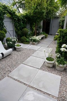 40 Best Backyard Garden Landscaping Design Ideas for Small Garden To be able to have an excellent Modern Garden Decoration, … Backyard Garden Design, Small Garden Design, Diy Garden, Garden Landscape Design, Garden Care, Dream Garden, Garden Paths, Small Back Garden Ideas, Small Garden Inspiration