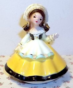 VINTAGE JOSEF ORIGINALS LITTLE INTERNATIONAL SERIES SWITZERLAND GIRL FIGURINE