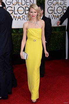 Naomi Watts optou por vestido longo de cor amarela
