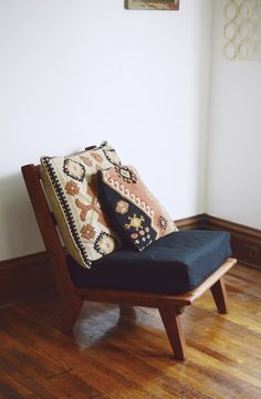 Mid century mixed with kilim pillows. Love Charles Vintage: My new 1950s chair