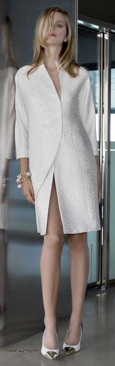 New Fashion Street Night Ideas White Fashion, Work Fashion, New Fashion, Trendy Fashion, Fashion Beauty, Fashion Show, Fashion Outfits, Womens Fashion, Fashion Design