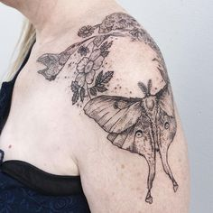 """Polubienia: 2,403, komentarze: 16 – Pony Reinhardt Tattoo (@freeorgy) na Instagramie: """"Moon moths gathered around the incandescent hum of the porch light, the porch light that would once…"""""""