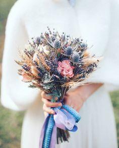 «В тренде необычные находки во флористике: сухоцветы, необычные цветы, ягоды. Лавандовое вдохновение от @fd_floraldreams»
