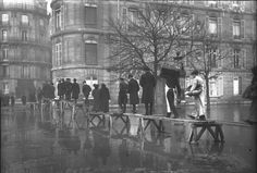 Paris 1910 Inondation avenue Montaigne (1) - Paris in the Belle Époque - Wikipedia, the free encyclopedia