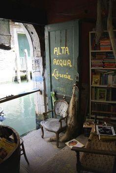 Libreria Acqua Alta Calle Longa Santa Maria Formosa (Campiello Del Tintor)   5176 - Castello, 30122 Venice, Italy  041.2960841