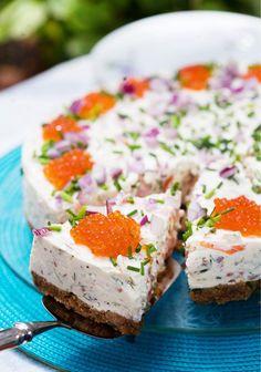 Salmon Cheese Cake Food & Style Uura Hagberg Photo Mika Haaranen Maku www. Savoury Baking, Savoury Cake, Baking Recipes, Snack Recipes, Salty Foods, Sandwich Cake, Salty Cake, Dessert, Mets