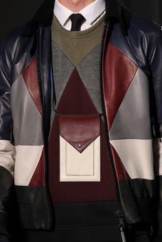 Valentino Fall 2015 Menswear. Un accesorio que puede ser excesivamente práctico.