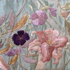 Collezione di Kimono ~Obi~    La mia collezione di Kimono  Obi con ricamo a mano, colore della primavera    着物コレクションの中から春らしい帯のご紹介    職人さんの手刺繍によるお気に入りの一品    春らしい色合いとお花のモチーフが素敵です