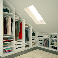 Magnetic attic storage,Attic bedroom design ideas and Attic room low ceiling. Attic Bedroom Designs, Attic Design, Closet Designs, Interior Design, Diy Interior, Bathroom Designs, Kitchen Designs, Room Interior, Loft Room