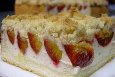 Strawberry, quark, and pear cake. Pear Cake, Dessert Recipes, Desserts, Sweet Recipes, Sushi, Cheesecake, Food And Drink, Strawberry, Pie
