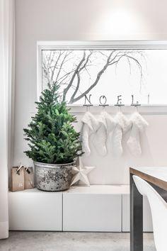 My home for Christmas - VALÉRIE DE L'ÉTOILE INTERIOR DESIGNER Designer, Tapestry, Home Decor, Hanging Tapestry, Tapestries, Decoration Home, Room Decor, Home Interior Design, Needlepoint