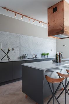 Kitchen island ideas for inspiration on creating your own dream kitchen. diy painted small kitchen design - with seating and lighting Brass Kitchen, New Kitchen, Kitchen Dining, Kitchen Decor, Dutch Kitchen, Kitchen Colors, Black And Copper Kitchen, Kitchen Ideas, Stainless Kitchen