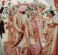 indian wedding photography poses bride and groom pdf Indian Wedding Couple, Indian Bride And Groom, Big Fat Indian Wedding, Sikh Wedding, Indian Bridal, Wedding Couples, Wedding Photos, Indian Bridesmaids, Wedding Tips