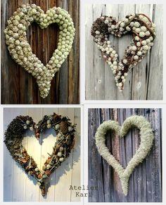 Bunting, Christmas Wreaths, Christmas Crafts, Front Door Decor, Love Symbols, Xmas Decorations, Door Wreaths, Burlap Wreath, Heart Shapes