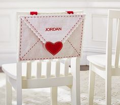 Here's a craft that you can do for your Valentine or mini Valentine's this year. via @SavvyMom