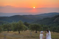 ITAP of a bride and her grandmother watching the sunset in Tuscany http://ift.tt/2iHqjwY