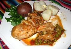 Picante de Pollo - Spicy chicken is a Bolivian food recipe with potatoes, peas and onions. Bolivian Recipes, Bolivian Food, Ethnic Recipes, Spicy Chicken Recipes, Turkey Recipes, Potato Recipes, Spanish Food, International Recipes, Popular Recipes