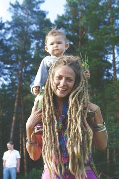 People always look at those with dreads poorly, like their hairstyle makes them less of a person. I love her dreads tho. Hippie Mom, Happy Hippie, Dreadlock Hairstyles, Messy Hairstyles, Wedding Hairstyles, Black Hairstyles, Dreadlock Rasta, Natural Dreads, Long Dreads