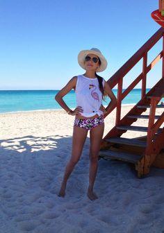 Julie Sariñana . beach