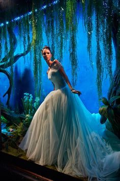DISNEY and Harrods will auction off ten Princess-inspired dresses created by some of the world's most famous fashion houses, including Oscar de la Renta, Versace and Elie Saab. Disney Princesa Tiana, Princesas Disney, Harrods Christmas, Disney Christmas, Merry Christmas, Vogue Uk, Disney Princess Dresses, Disney Princesses, Princess Gowns