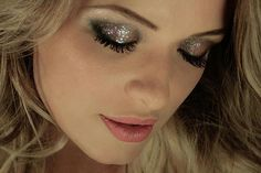 Holiday Makeup Ideas! - a very sparkly eye!