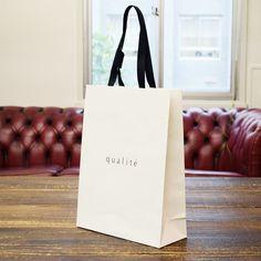 モノトーンに細かな加工がかっこいい!紙袋 shopper shop bag paperbag design package   紙袋 紙袋デザイン グラフィックデザイン デザイン ショッパー ショップバッグ パッケージ おしゃれ