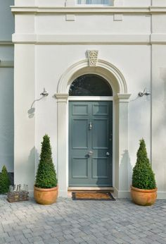 From big and bold to small and subtle, find unique and colorful front home doors make a statement and an entrance. Front Door Entrance, Front Entrances, Entry Doors, Arched Doors, Front Door Design, Front Door Colors, Entrance Design, Victorian Front Doors, Vintage Doors
