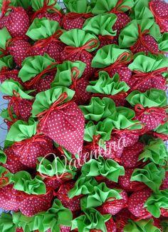 Μπομπονιέρες Βάπτισης πουγκί φραουλίτσα!!! Strawberry, Fruit, Strawberry Fruit, Strawberries