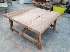 Mijnmeubel heeft deze salontafel op maat gemaakt van oud eiken planken welke geschaafd zijn. Deze salontafel is te bestellen in iedere gewenste afmeting. Kijk op onze site voor meer info