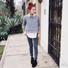 Choker + white blouse + grey sweater + grey jeans + black lace up shoes Simple Outfits, Pretty Outfits, Cool Outfits, Casual Outfits, Formal Outfits, Grunge Outfits, Grunge Fashion, Mode Grunge, Grunge Girl