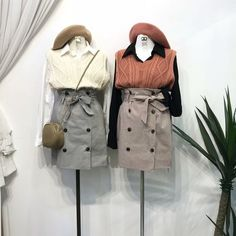 แฟชั่นสไตล์เกาหลี คุมโทน ต้อนรับฤดูใบไม้ร่วง Cute Fashion, Womens Fashion, Fashion Sets, Fasion, Raincoat, Korea, Cute Outfits, Jackets, Clothes