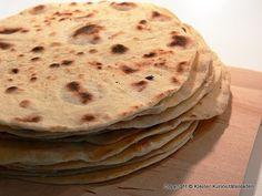 Als Beilage für Suppen oder auch gefüllt oder Überbacken - Tortillafladen sind einfach lecker...     Zutaten   500 g Weizenmehl Typ 405  1 T...
