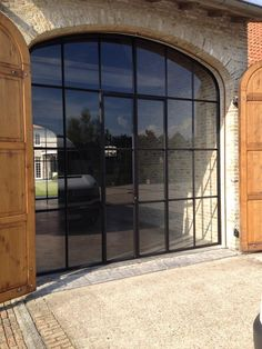 www.homemetal.be Exterior Design, Interior And Exterior, Conservatory House, Black Window Frames, Metal Windows, Belgian Style, House On A Hill, Building A House, Barn