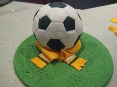 """The Claytons Blog"": How to make a soccer ball cake - tutorial"