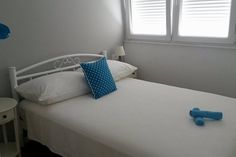 Celý dům/byt v Split, HR. Brand new apartment for 2, located 5 minutes from historical center of Split and Diocletian's Palace. Ideal for couples and friends. East-west orientated with loads of light. Very artsy with paintings and sculptures. WIFI provided.