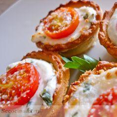 Tartaletas de queso y tomate