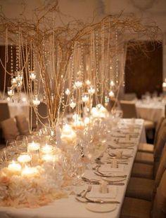 Colgantes brillantes desde altura para rellenar los techos altos del lugar del banquete