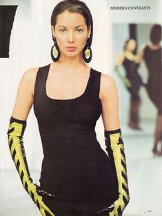 Christy Turlington wearing black and yellow statement earrings in Vogue, March 1987 1980s Fashion Trends, 80s And 90s Fashion, World Of Fashion, High Fashion, Women's Fashion, Famous Supermodels, Christy Turlington, Editorial Fashion, Wearing Black