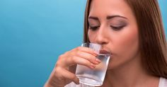 Is drinking cold water bad for you? Ice Cold water may satiate your senses, and it messes with your digestive system and immunity. Health And Beauty Tips, Health Tips, Cold Water Benefits, Acid And Alkaline, Alkaline Foods, Health Questions, Healthy Drinks, Healthy Food, Natural Home Remedies