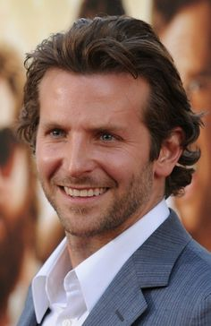 Bradley Cooper as Jack Hyde Jack Hyde, Punch In The Face, A Star Is Born, Cute Celebrities, Bradley Cooper, Channing Tatum, Boy Hairstyles, Hollywood Stars, Girl Photos