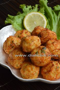 Yodha lagi suka banget sama bakso..bakso apa aja..suka..bakso ayam...bakso sapi..bakso ikan..dll. Kalau bakso2 rebus sich..aku jarang b... Finger Snacks, Durian Recipe, Roti Canai Recipe, Kitchen Recipes, Cooking Recipes, Diah Didi Kitchen, A Food, Food And Drink, Asian Recipes